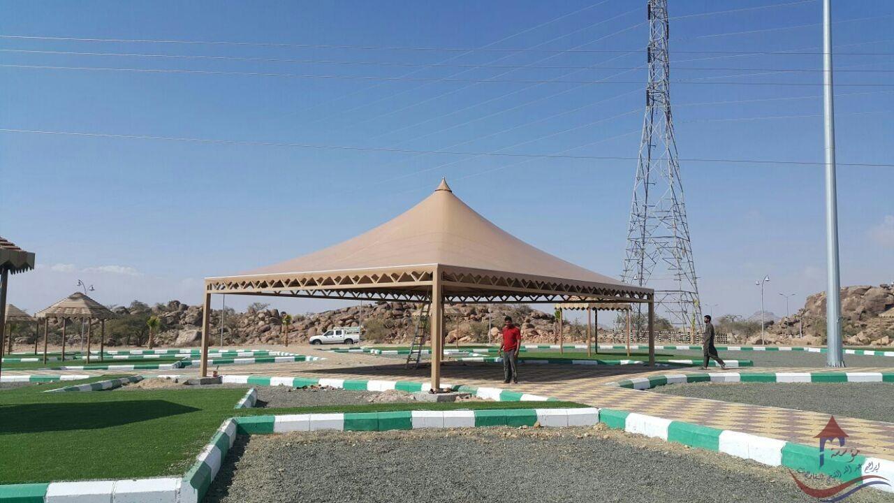 مظلات هرمية حدائق عامة